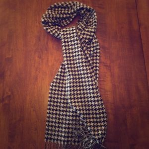 Accessories - Houndstooth scarf